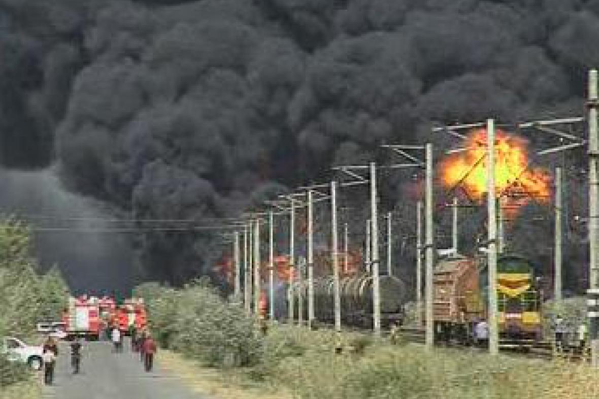 Výbuch vlaku na podminované trati