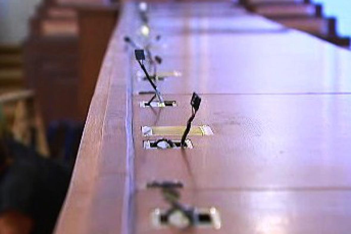 Chybějící hlasovací zařízení