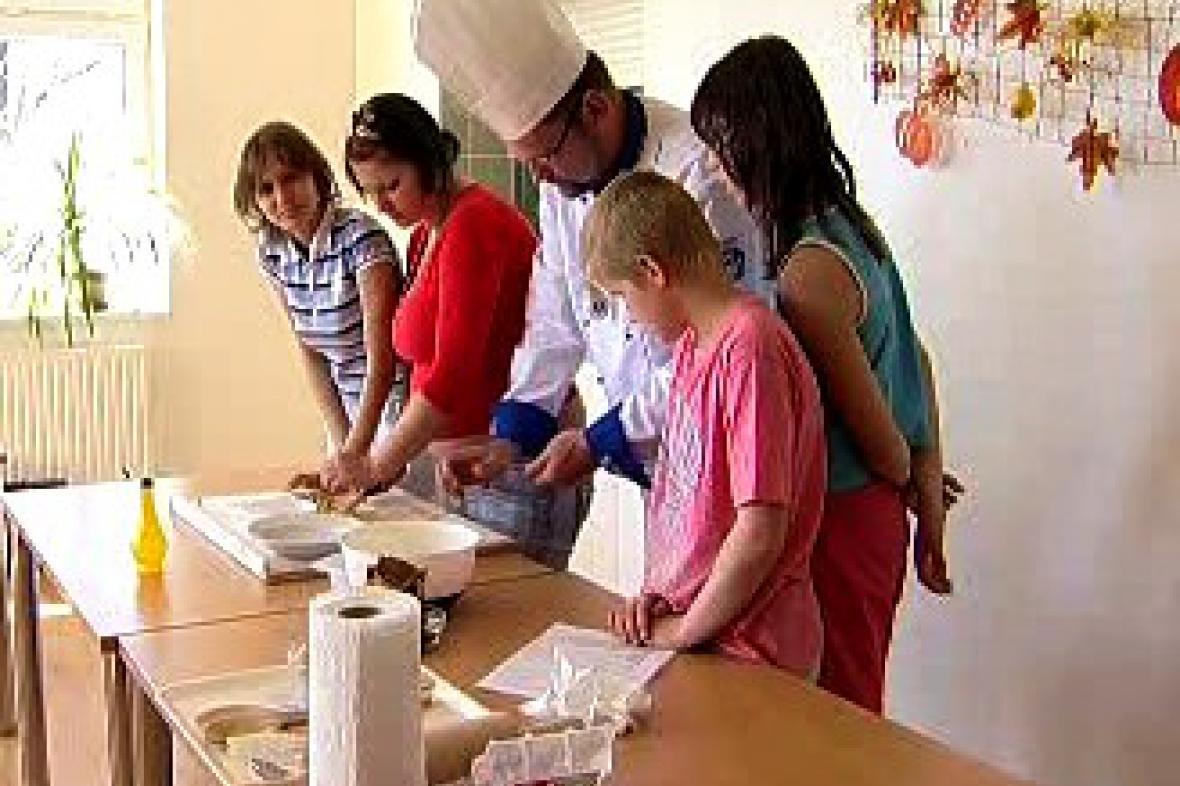 Kuchař školí děti