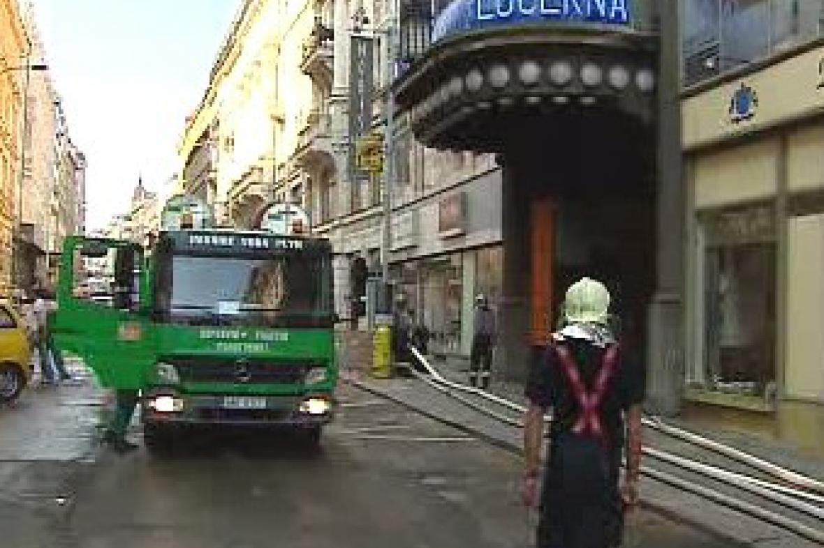 Odčerpávání vody z Lucerny