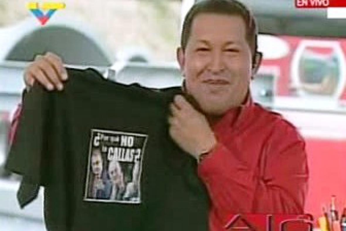 Chávez s tričkem od španělského krále