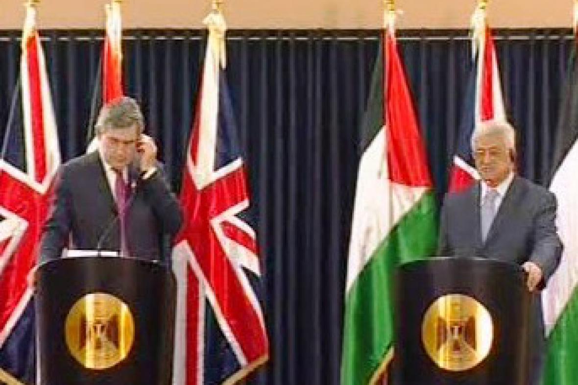 Gordon Brown a Mahmúd Abbás