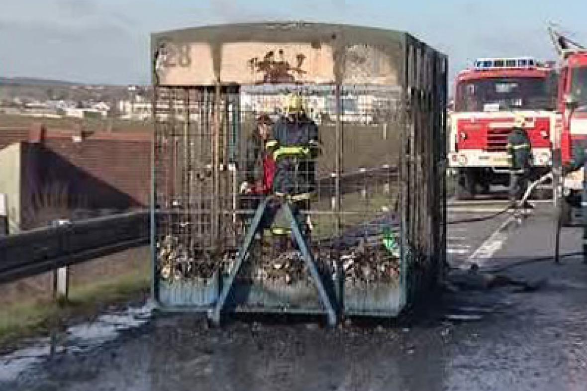 Přívěs kamionu po požáru
