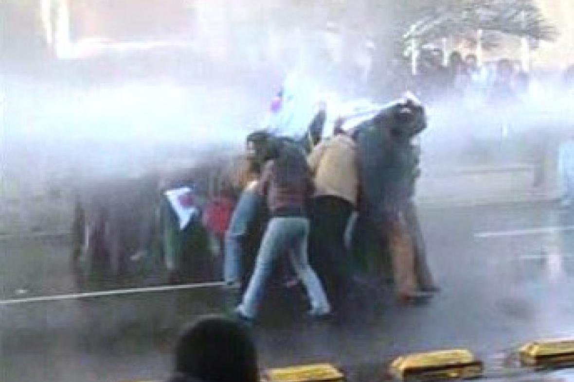Rozhánění demonstrantů