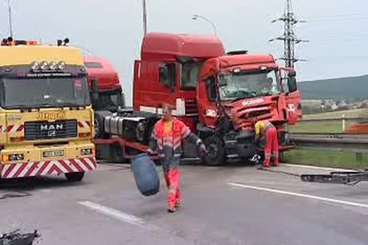 Nehoda kamionů