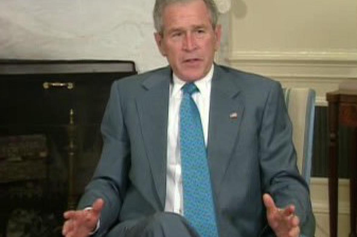George Bush po jednání s Mahmúdem Abbásem