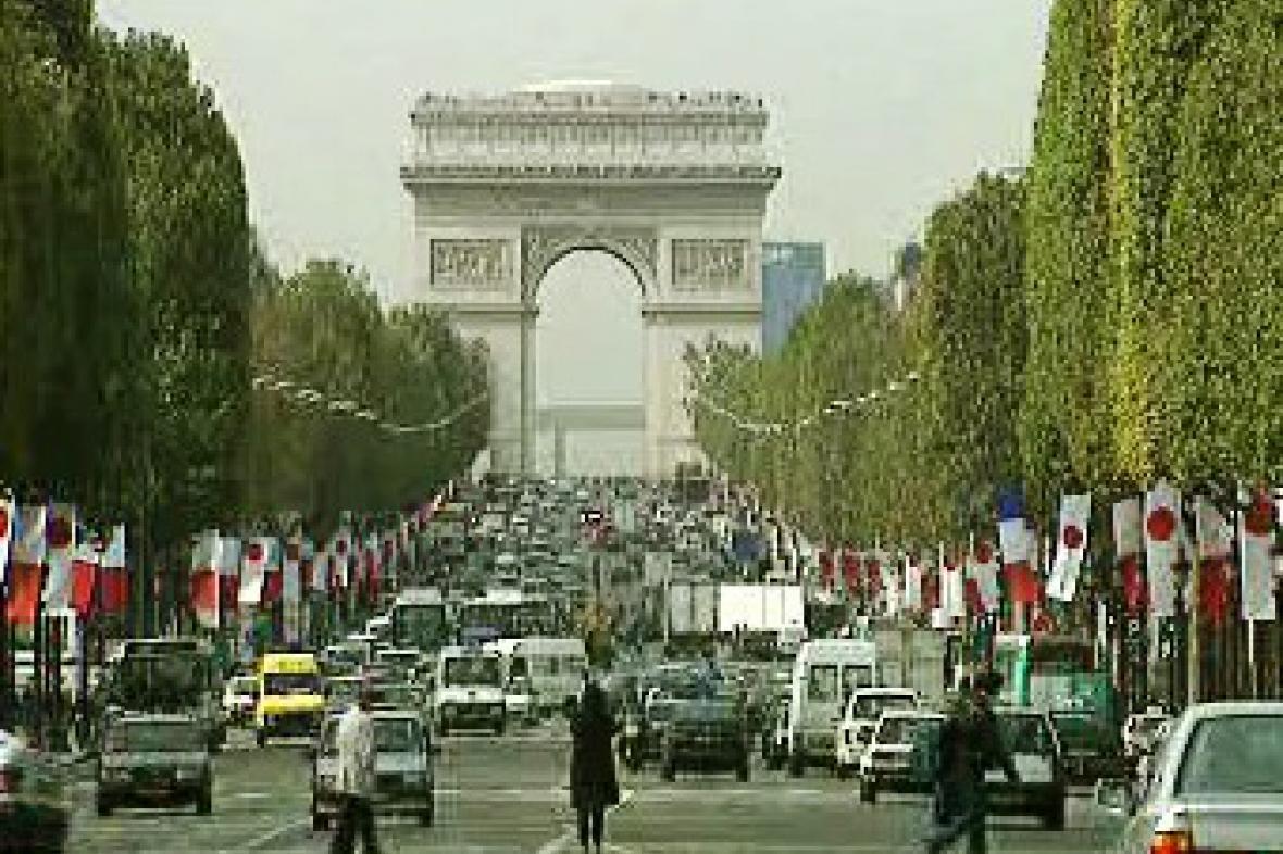 Vítězný oblouk na Champs Élysées