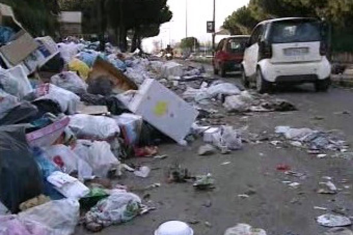 Odpadky v ulicích Neapole