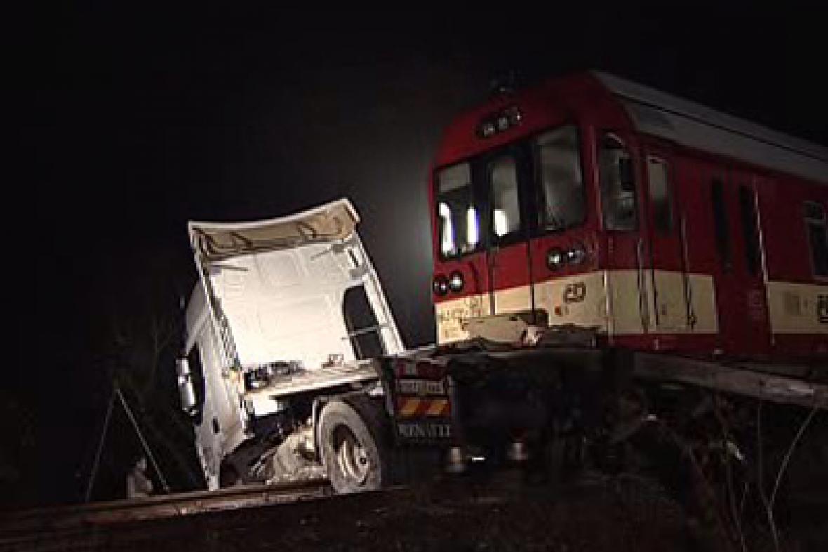Srážka kamionu s vlakem