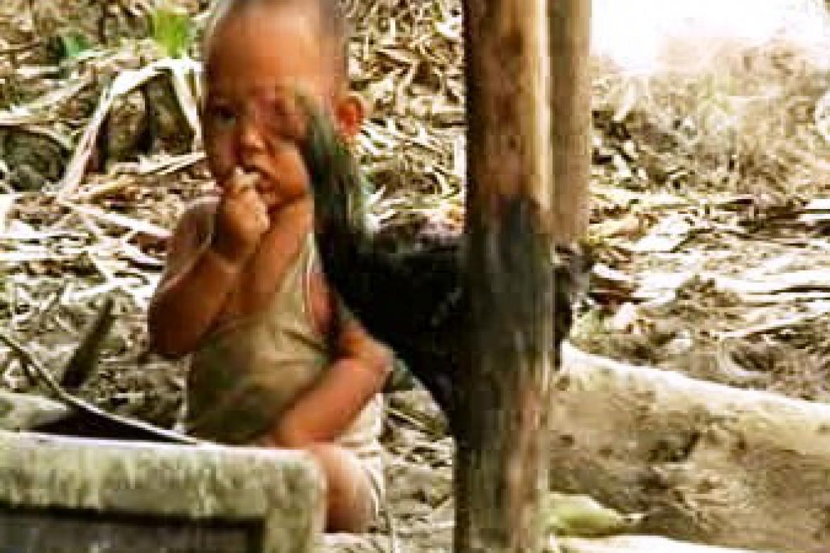 Mnoho Barmánců žije po cyklonu v otřesných podmínkách.