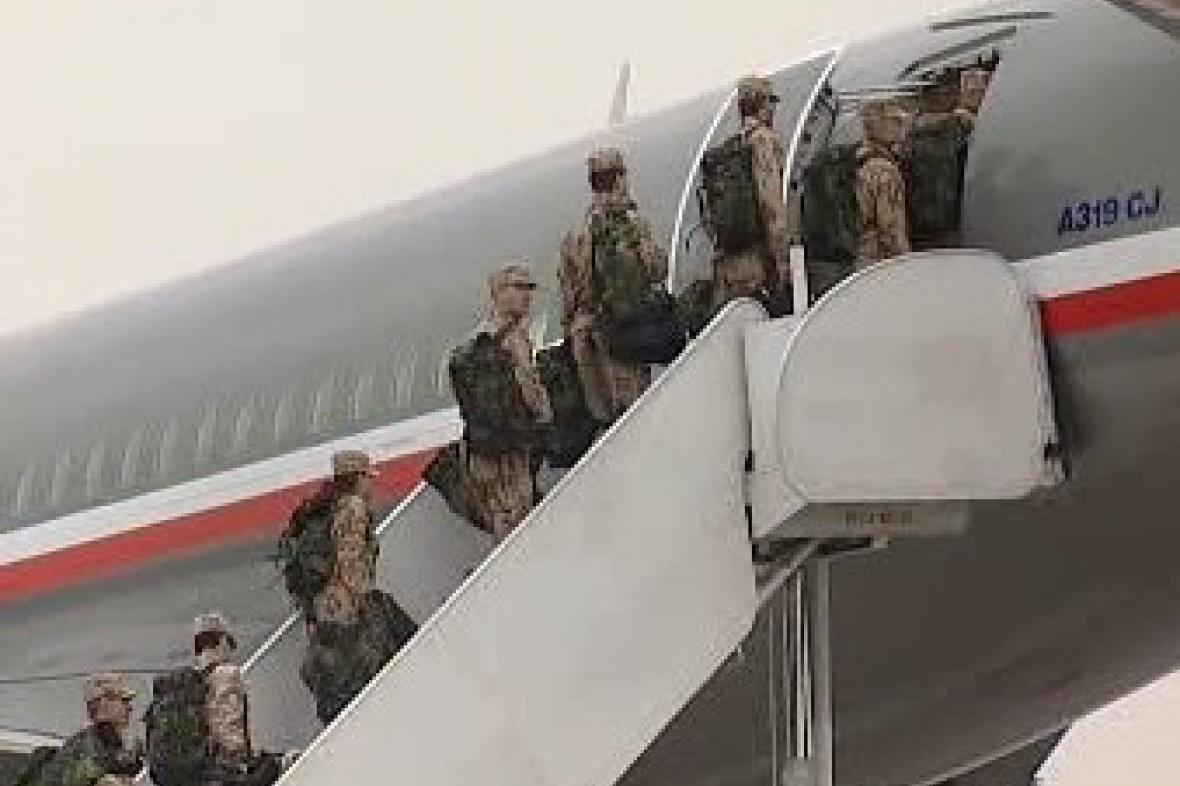 Odlet českých vojáků z přerovského letiště