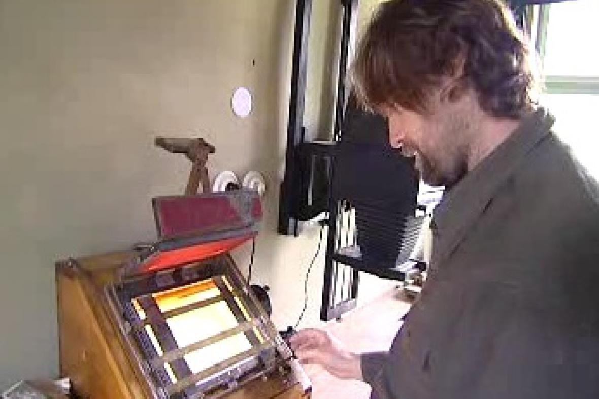 100 let starý kopírovací stroj