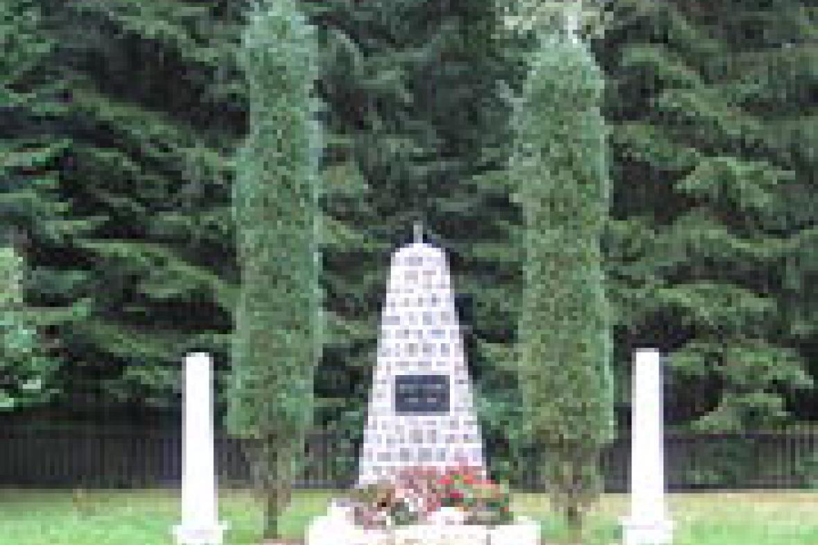 Památník v místech bývalého koncentračního tábora