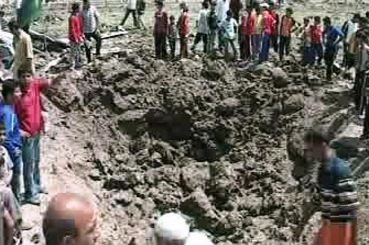 Kráter po výbuchu rakety