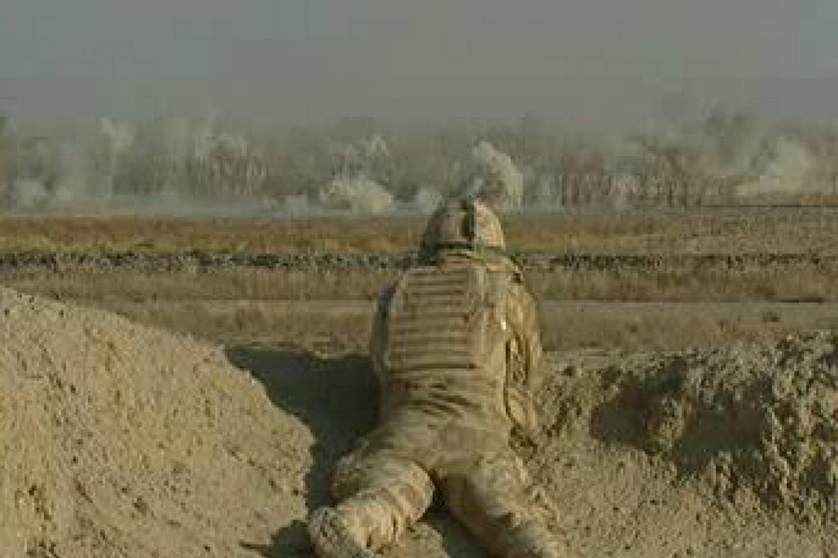 Voják v zákopu