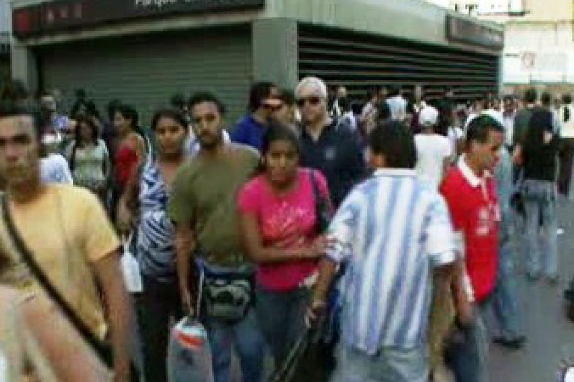 V Karakasu zkolabovala veřejná doprava