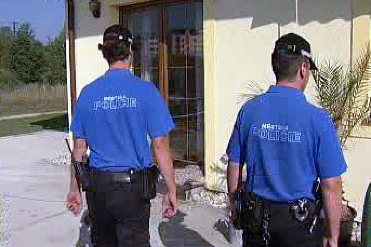 Strážníci při kontrole