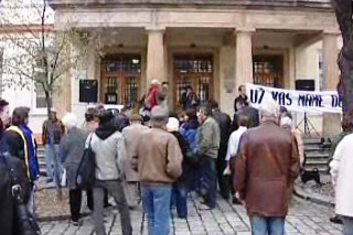 Demonstrace za odstoupení chomutovských radních