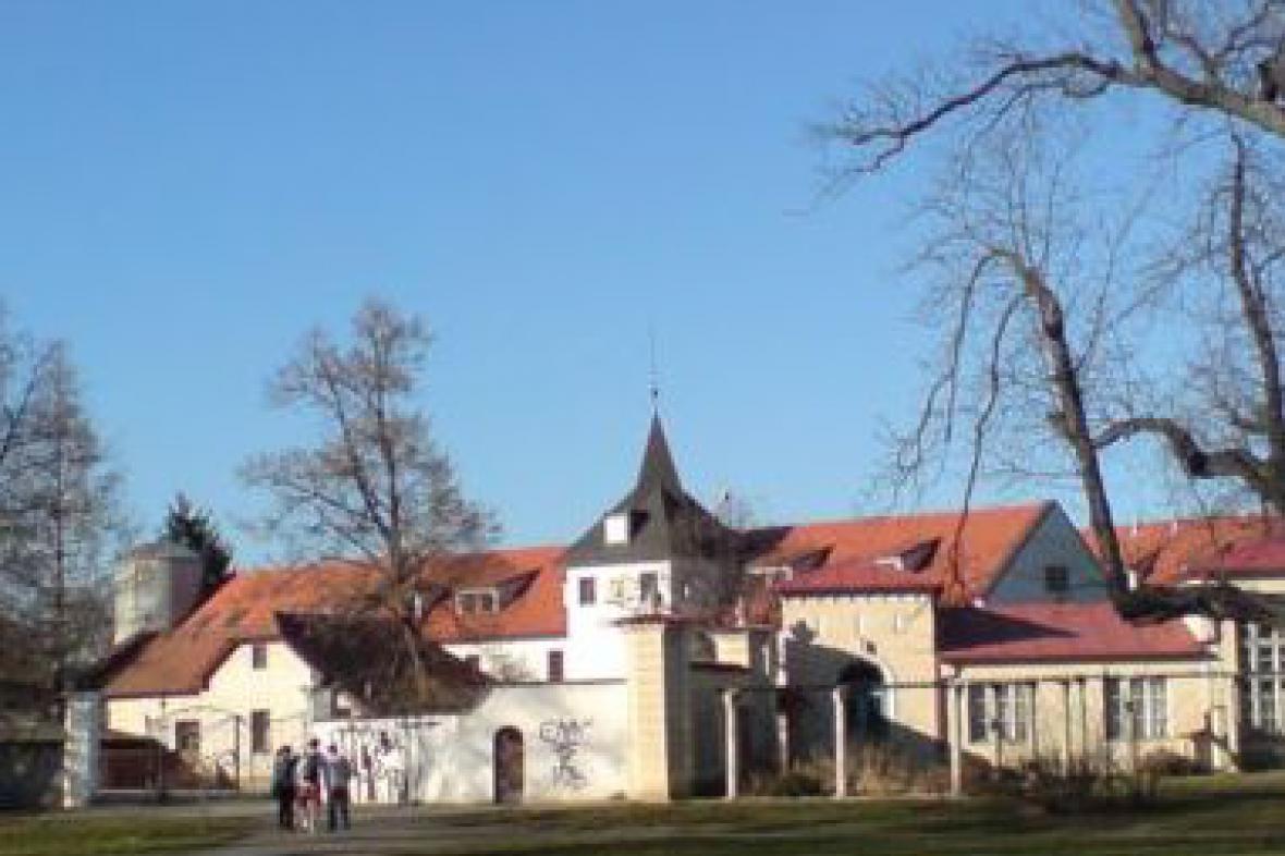 Zámek Dolní Počernice