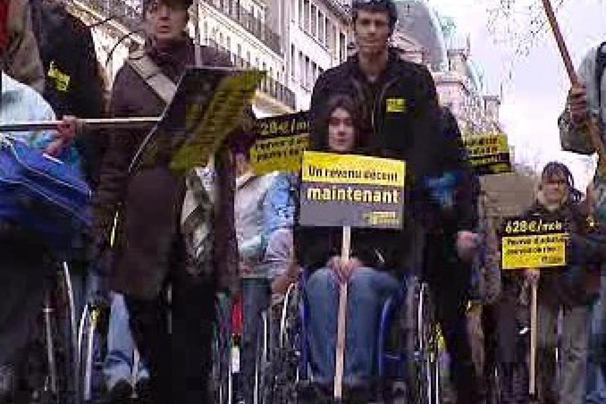 Demonstrace handicapovaných v Paříži