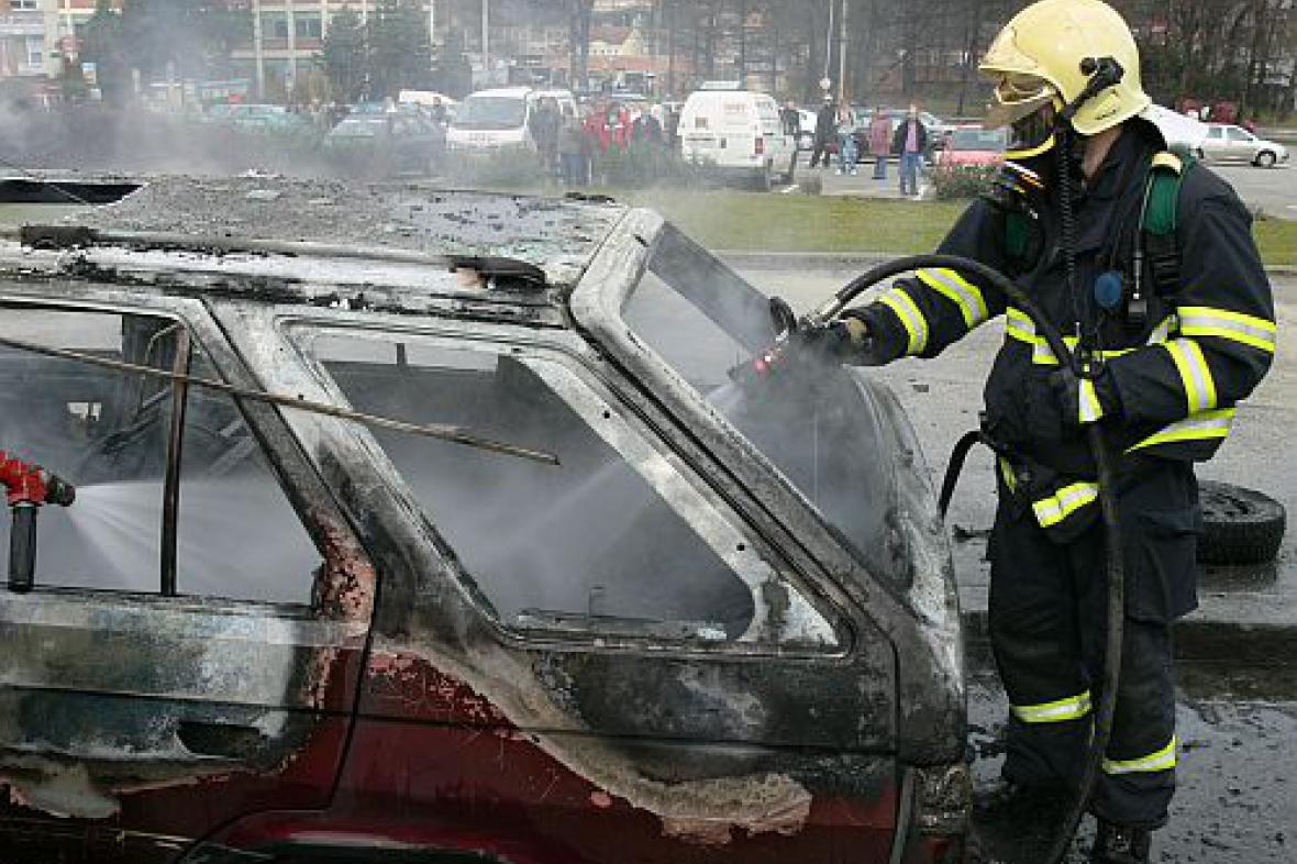Zasahující hasič