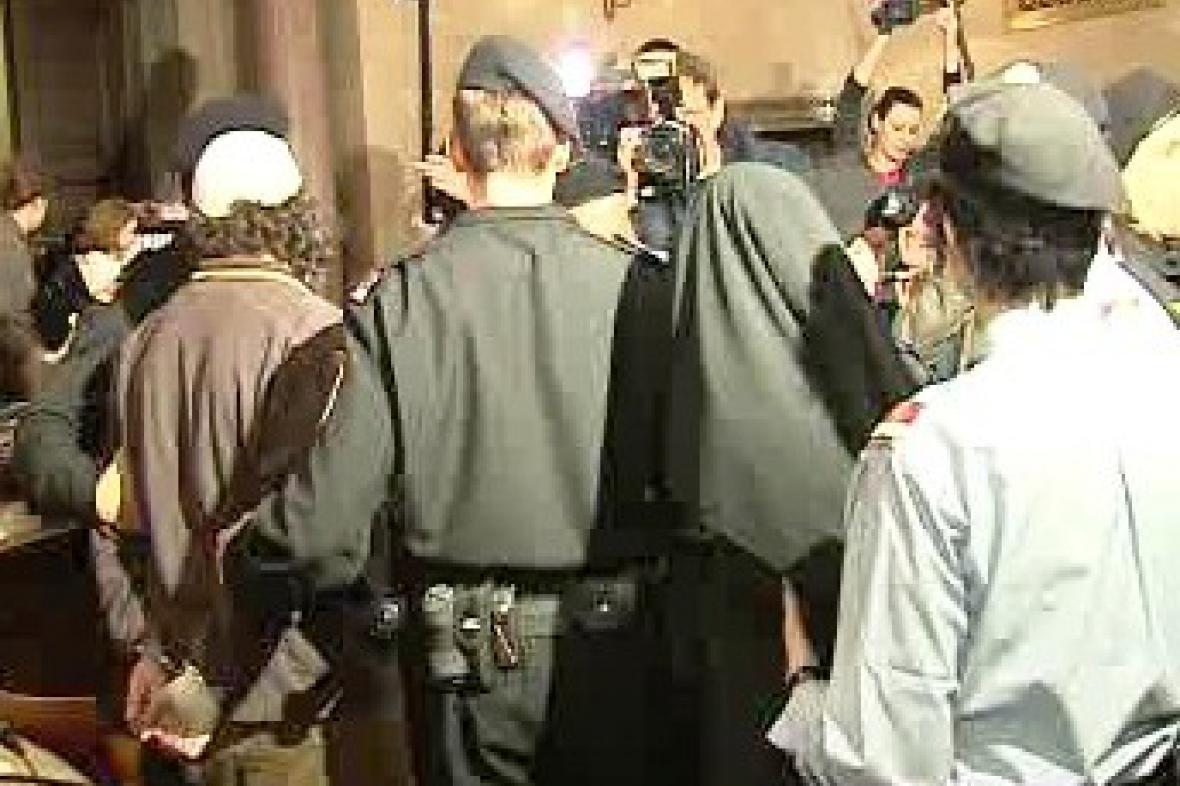 Rakouská policie u soudu