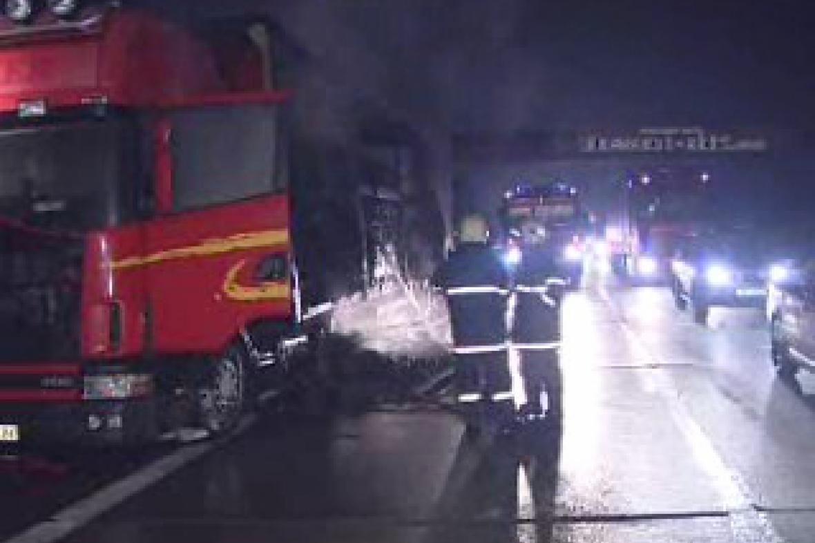 Hořící kamion