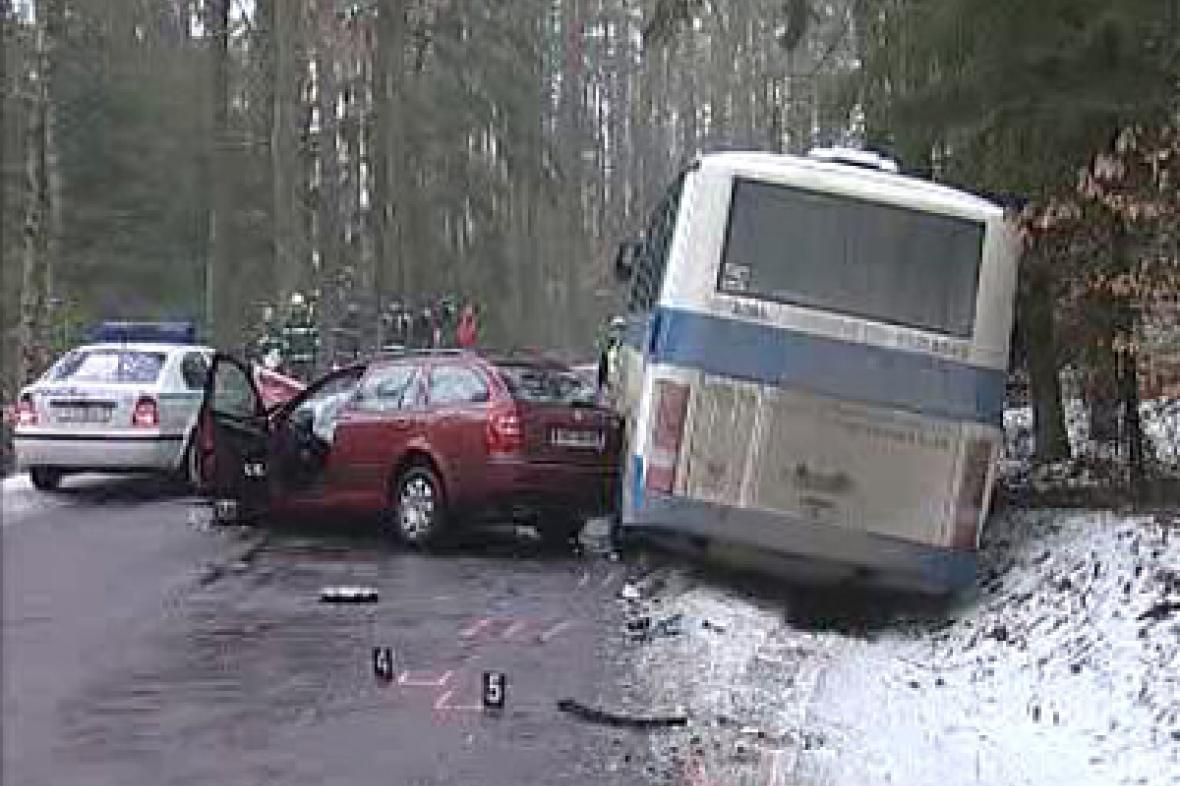 Nehoda autobusu a osobního auta