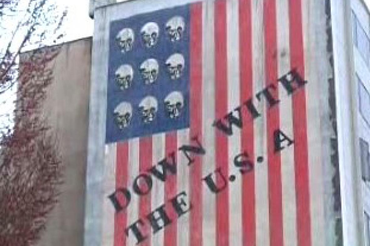 Protiamerický nápis na jednom z íránských domů