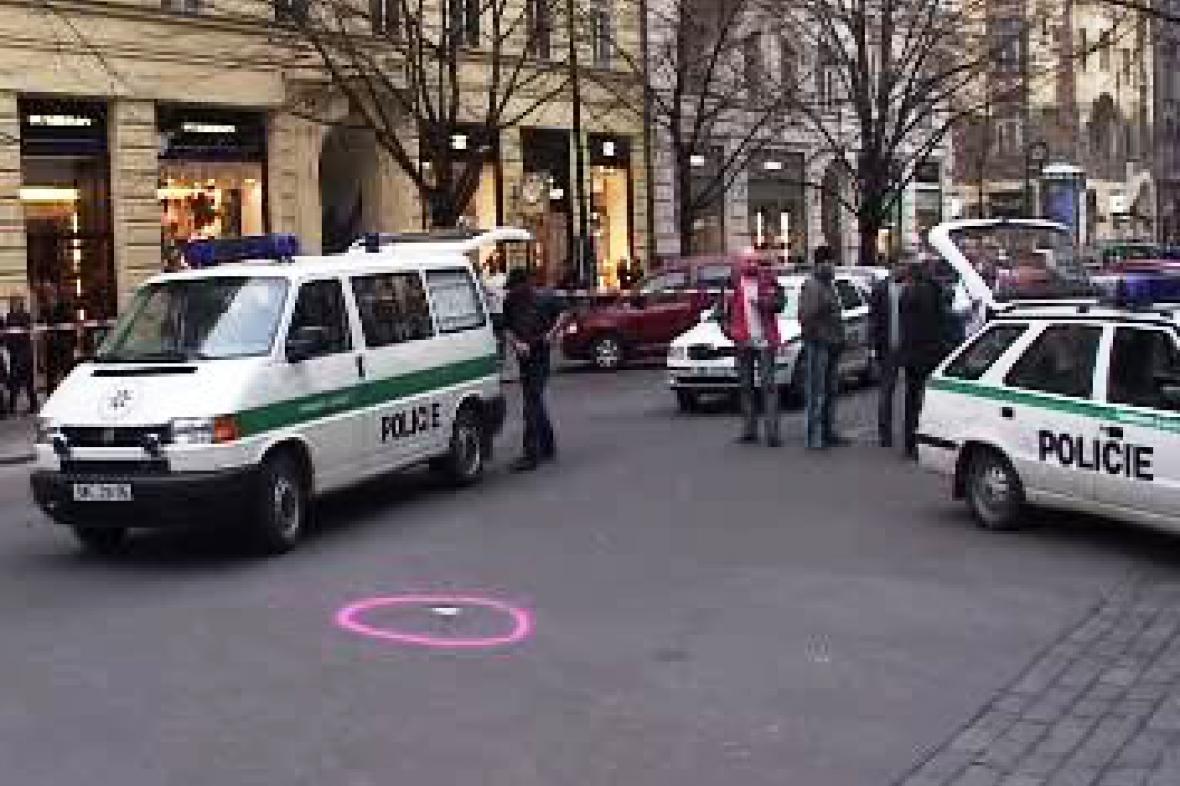 Policie v Pařížské ulici