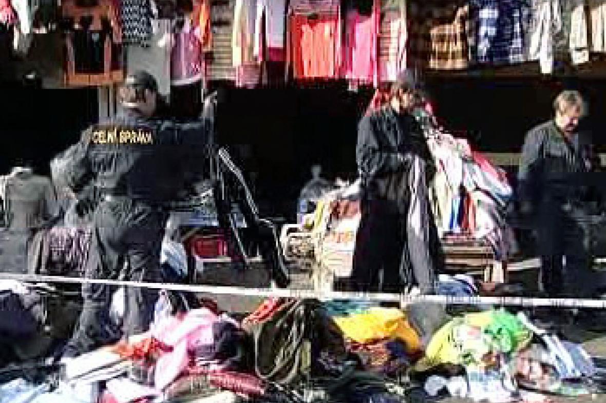 Celníci zasahují na tržnici v Aši