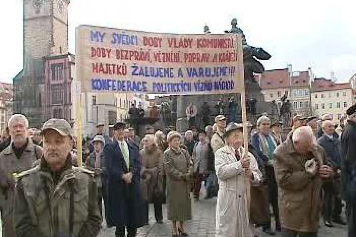 Pamětníci na Staroměstském náměstí