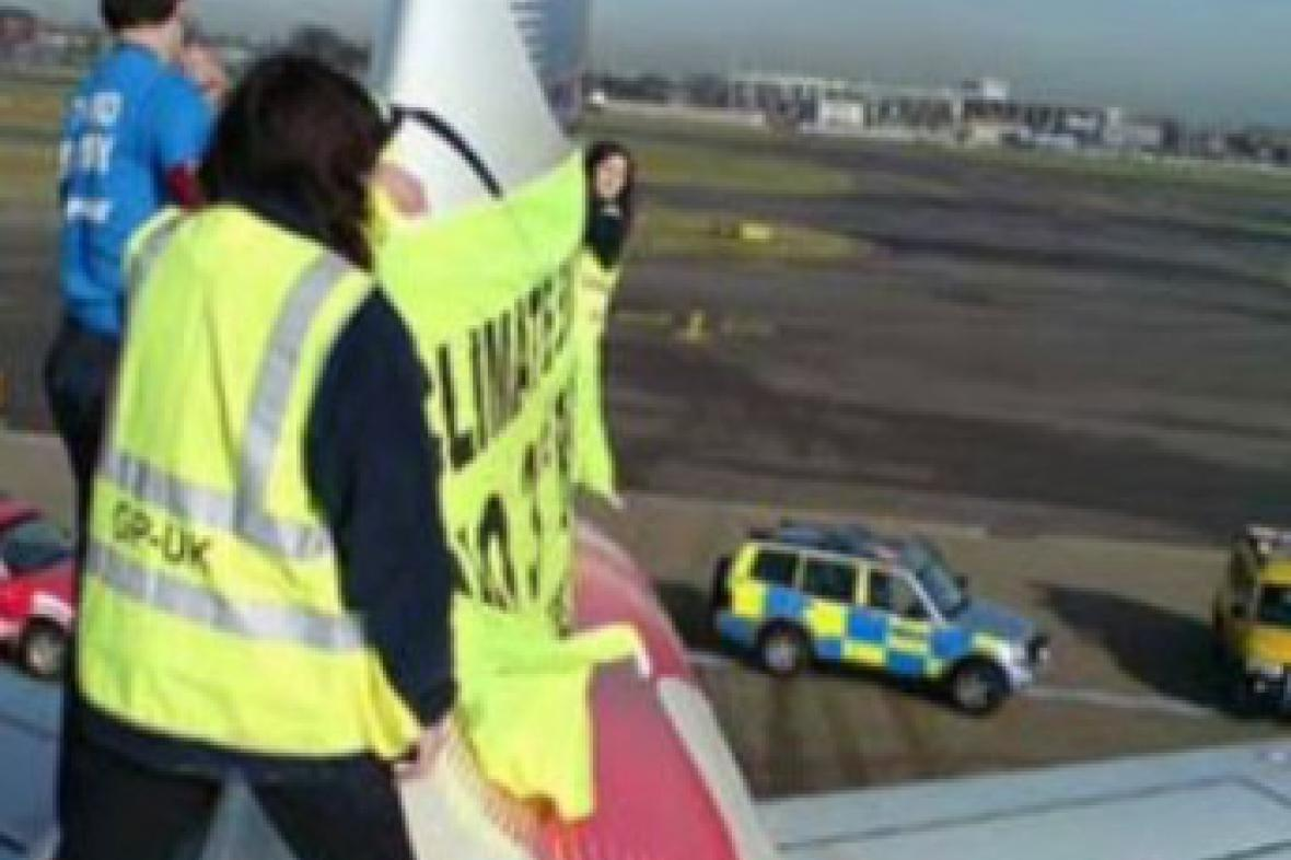 Protest Greenpeace v Heathrow
