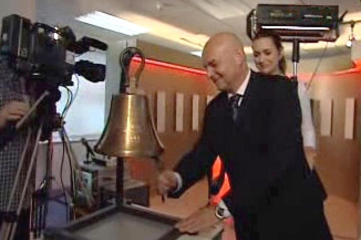 Jiří Janeček zahajuje vysílání Studia Burza