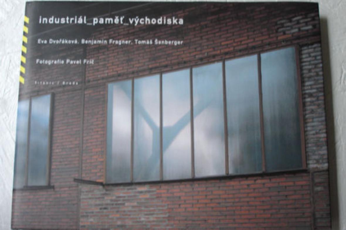 Přebal knihy Industriál_paměť_východiska
