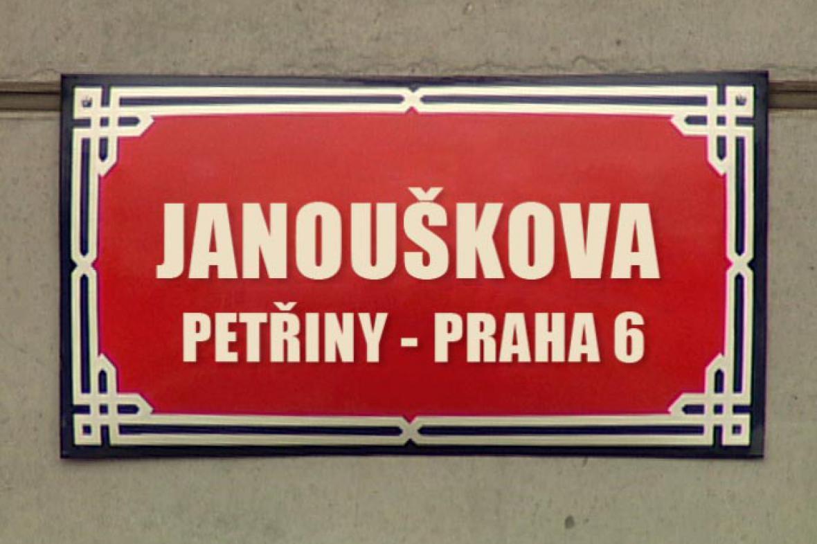 Informační cedule s názvem ulice