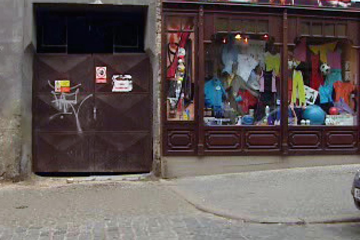 Uzavřený vchod do vnitrobloku