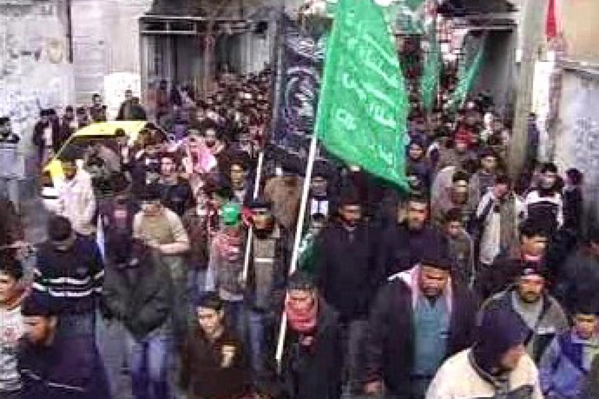 Demonstrující muslimové