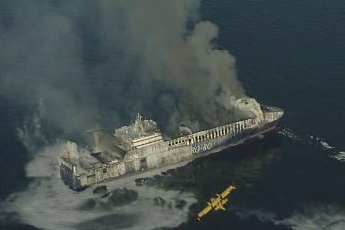 Hořící loď