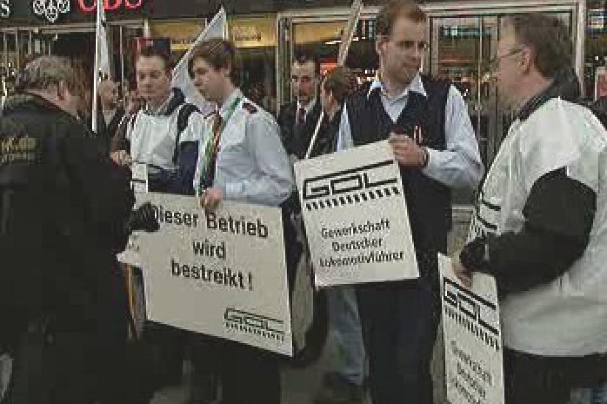 Stávkující železničáři