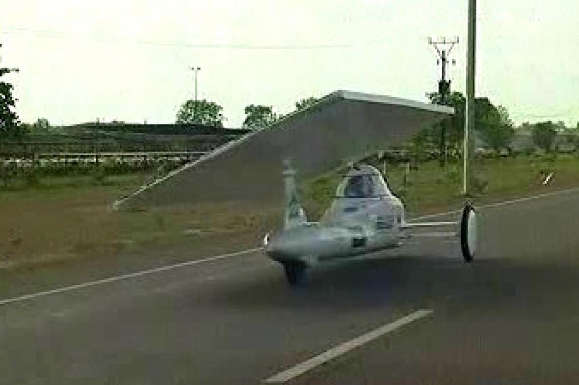 Solární automobil