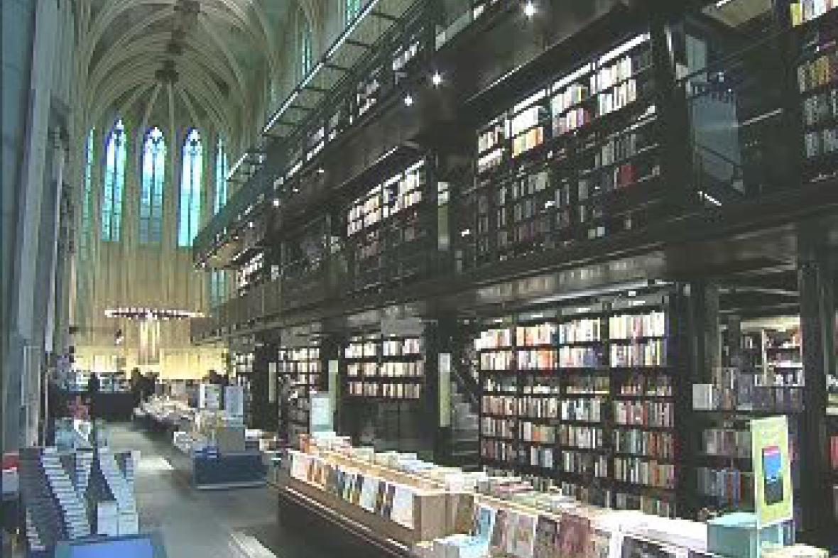 Knihkupectví v kostele