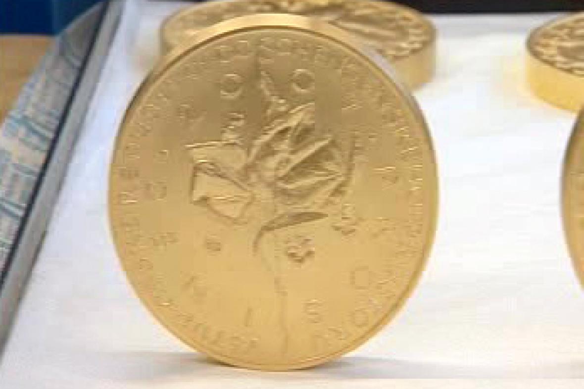Zlatá pamětní medaile