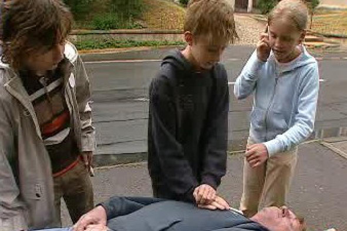 Děti poskytují první pomoc