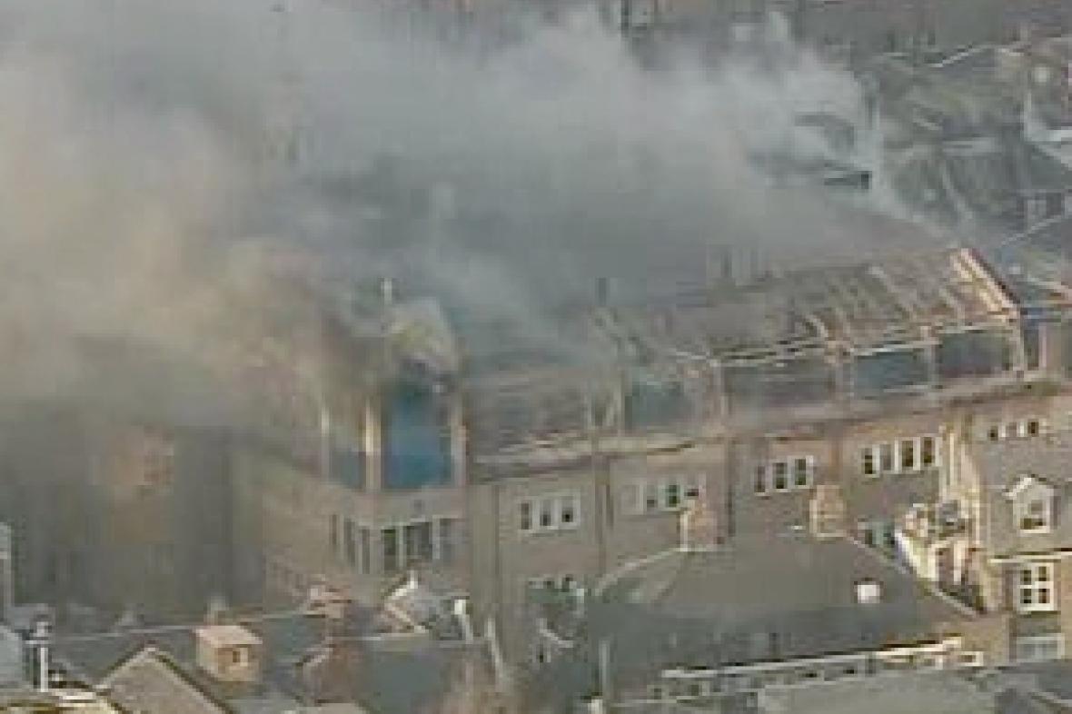 Požár střechy londýnské nemocnice