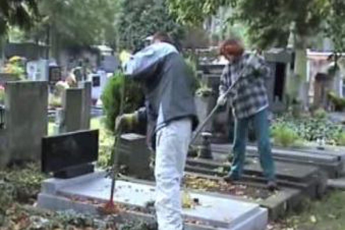 Úklid hřbitova