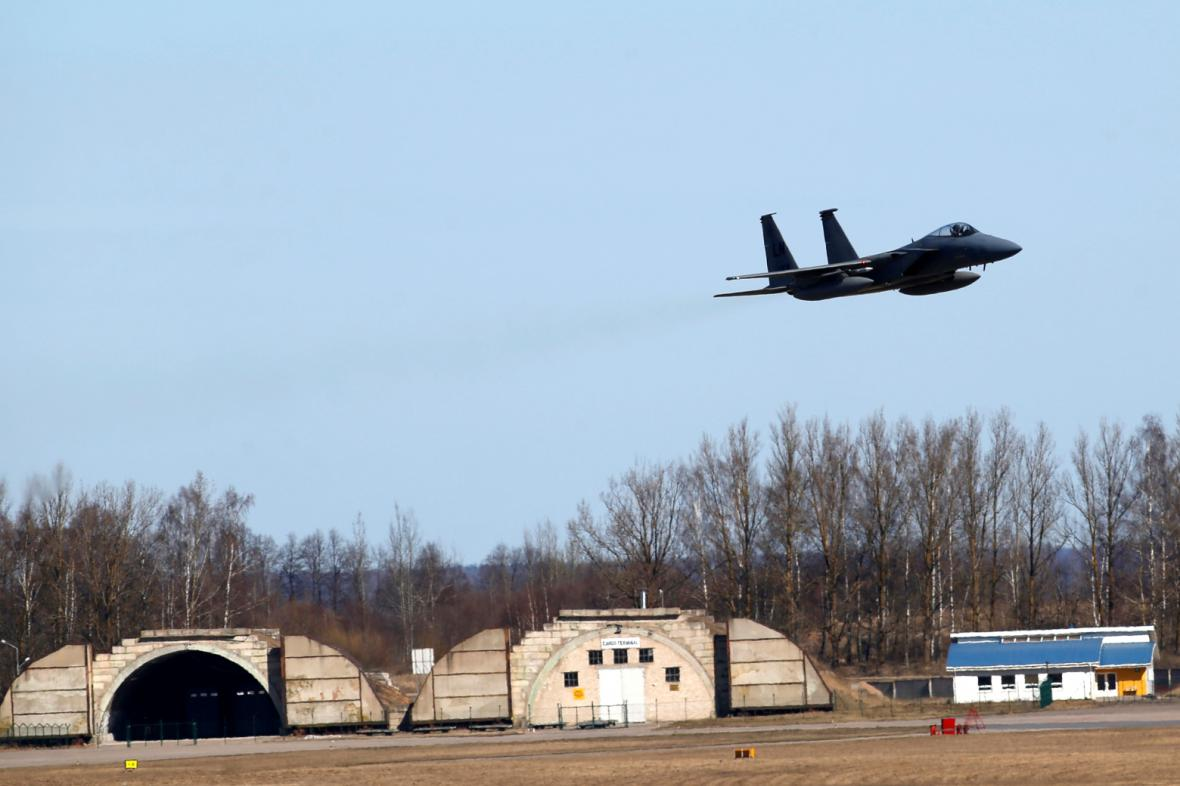 Letecká vojenská základna v Šiauliai (Litva)