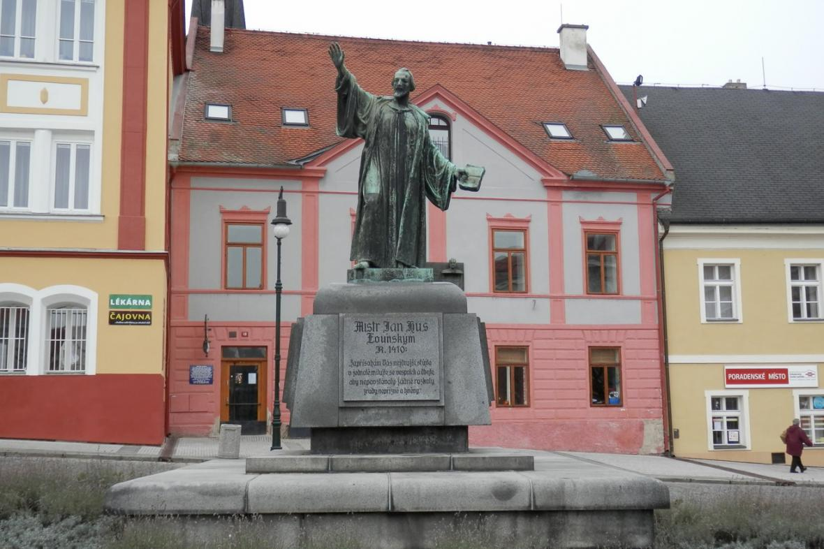 Pomník mistra Jana Husa v Lounech