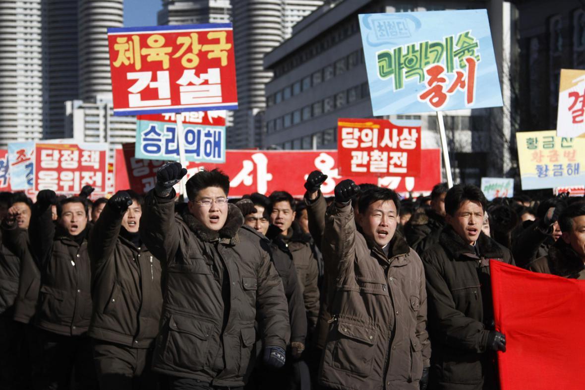 Severokorejská demonstrace na podporu vůdce Kim Čong-una
