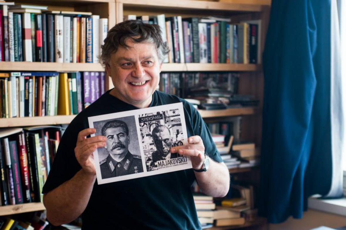 Jaroslav Róna s předlohou k ilustracím pro Orwellův román 1984